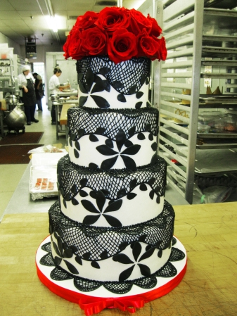 red flowers and black lace cake
